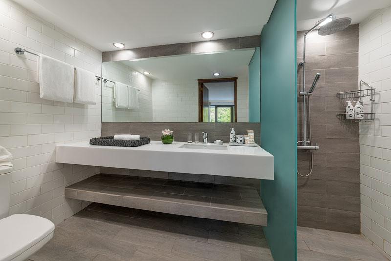Bathroom-Garden-Suite1